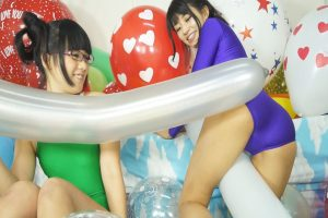 範田紗々と北見えりが風船プレイに挑戦 何とも癒され興奮もしてしまう風船動画