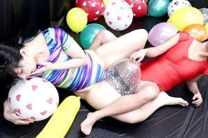 AV女優みひな&亜矢みつきが風船プレイでレズSEX!ブルマやレオタード、ビキニ水着姿も披露!!