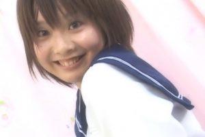 撮影会で人気のアイドル河井夕菜がビーチボールで遊ぶ姿がカワイイ風船フェチ動画