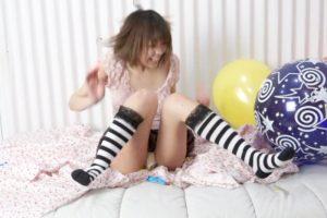 4人のタイプの違う女性が風船割りに挑戦するフェチ動画 あなたはどの子が好みか?